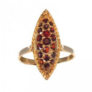 anello in oro con granate